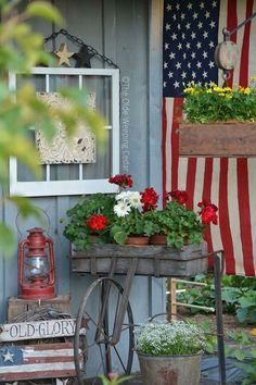 Vintage Decor Ideas These Patriotic porches are comprised of red, white, and blue with a lot of farmhouse style decor. They are the perfect inspiration for decorating your porch for the of July! Check it out now! Farmhouse Style Decorating, Porch Decorating, Farmhouse Decor, Decorating Ideas, Summer Decorating, Primitive Outdoor Decorating, Primitive Decorations, Red Farmhouse, Vintage Farmhouse