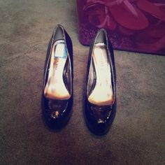 Steve Madden pumps Black patent leather. Only worn a few times. Feel free to make an offer with the offer button! Steve Madden Shoes Heels
