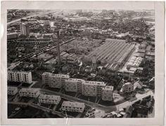 L'usine vue du ciel, dans les années 60. (archives association La Machinerie ou mairie de Mantes-la-Ville)