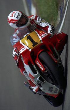 1990-eddie-lawson-yamaha-500cc-marlboro