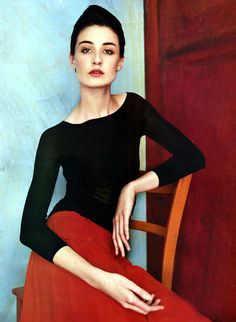 Erin O'Connor as a Modigliani beauty by Patrick Demarchelier for Harpers Bazaar, Feb 2002.