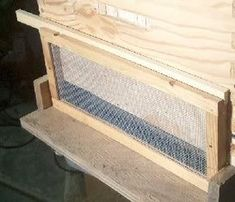 #BEE'S: Screen to protect your weak/new hive from being robbed (Beekeeping) - (Dunway Enterprises) Copy & Paste the following URL: www.dunway.info/bee_keeping/index.html