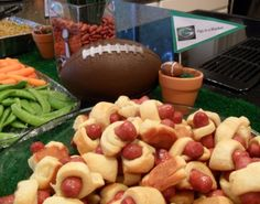 maybe for the superbowl party. Hillshire Farms mini hot dogs surrounded with crescent rolls. Appetizers For Party, Appetizer Recipes, Snack Recipes, Dessert Recipes, Game Recipes, Dip Recipes, Superbowl Snacks For Kids, Football Snacks, Tailgating Recipes