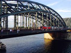 #Hohenzollernbrücke #Köln mit 100.000 #Liebesschlössern