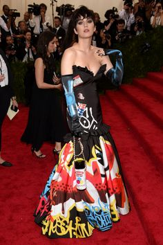 Katy Perry rocked the 2015 Met Gala red carpet. Style Collective has all the details on how to get her stunning beauty look on your own. Rihanna, Selena Gomez, Madonna, Met Gala Red Carpet, Looks Black, Gala Dresses, Costume Institute, Red Carpet Looks, Celebs