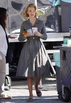 Betty Draper filming Plus Mad Men Fashion, 90s Fashion, Retro Fashion, Vintage Fashion, Vintage Outfits, Vintage Style Dresses, Lovely Dresses, Lady Like, Betty Draper