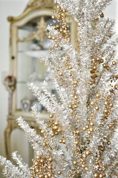 How do you make your tree sparkle? #Moments2Give