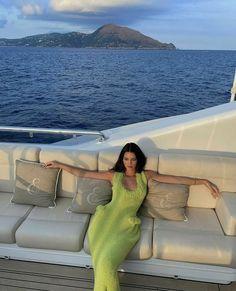 Kris Jenner, Kendall Jenner Estilo, Kendalll Jenner, Kendall Jenner Outfits, Kardashian Jenner, Cute Braces Colors, European Summer, Green Dress, Celebrity Style