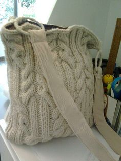 Discover thousands of images about Bolsamanía Crotchet Bags, Crochet Tote, Crochet Handbags, Knitted Bags, Old Sweater, Cable Knit Sweaters, Homemade Bags, Yarn Bag, Leather Company