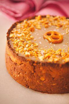 Macadamia White Chocolate Cheesecake with Salty Caramel – ROETHLISBERGER