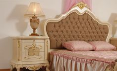 Karyola, yatak başlığı, komodin, gardolap ve tuvalet masasından oluşan klasik yatak odası takımı istenilen ölçüde ve renkte üretilebiliyor. http://www.asortie.com/yatak-odasi-135-Arda-Klasik-Yatak-Odasi