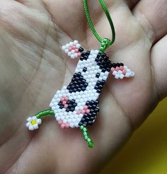 Black and white cow with daisy Pony Bead Patterns, Peyote Stitch Patterns, Beading Patterns, Seed Bead Art, Beaded Banners, Brick Stitch Earrings, Cow Pattern, Native Beadwork, Bead Jewellery