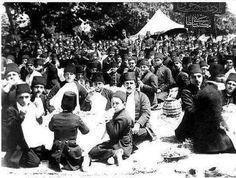 Osmanlı Döneminde Öğrenciler okul pikniğinde Kağıthane 1908