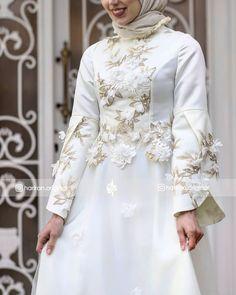 Abaya Fashion, Fashion Dresses, Hijab Style Dress, Sewing Blouses, Fashion Sewing, Coat Dress, Frocks, African Fashion, Bridal Dresses