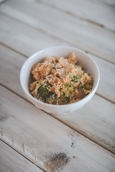 healthy meal prep, meal prep ideas, healthy broccoli chicken casserole, quinoa casserole, cheesy broccoli quinoa casserole, healthy meal prep ideas, weekly meals // grace wainwright from a southern drawl