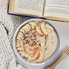 """naturallyessie: """"caramel nice cream (frozen bananas + medjool date + coconut water) topped with banana, white nectarines, rawnola, buckinis, and hemp seeds ✌ (and re-reading HP for the. Best Vegan Recipes, Whole Food Recipes, Healthy Recipes, Blender Recipes, Jelly Recipes, Cream Recipes, Healthy Foods, Healthy Smoothies, Healthy Desserts"""