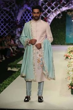 Varun bahl at india couture week 2016 - look 3 serwany india Mens Indian Wear, Indian Groom Wear, Indian Men Fashion, India Fashion, Fashion Week, Indian Male, Men's Fashion, Groom Fashion, Royal Fashion