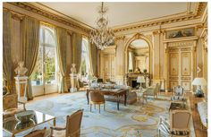 Acclaimed as one of the best interior designers, Juan Pablo Molyneux is known for his accurately purified French heritage-inspired unique designs. Palace Interior, Mansion Interior, Luxury Interior, Home Interior Design, Classic Interior, Modern Interior, Country Style Homes, French Country Style, French Country Decorating