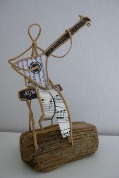 Le joueur de Balalaïka - figurine en ficelle et papier : Accessoires de maison par ficelleetpapier: