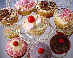 Basic Vanilla Cupcakes Recipe - Cakes