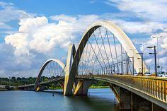 Ponte Juscelino Kubitschek, Brasília, Brasil Foi inaugurada a 15 de Dezembro de 2002 e é também conhecida como ponte JK! A sua estrutura com arcos assimétricos é única no mundo!