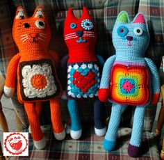 What's new, pussy cat? Free granny square cat pattern from Jam Made! get some yourself some pawtastic adorable cat apparel! Crochet Gratis, Crochet Amigurumi, Crochet Dolls, Love Crochet, Crochet Baby, Knit Crochet, Ravelry Crochet, Yarn Projects, Crochet Projects