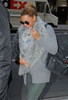 Beyonce's Furry Baby Sling Is Amazing (PHOTOS)