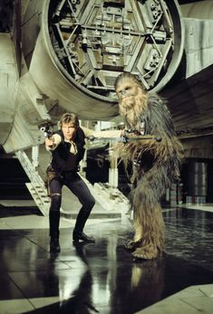 Photo shoot of Han Solo and Chewbacca from Star Wars: A New Hope, from the book Star Wars Icons: Han Solo. Star Wars Icons, Star Wars Poster, Star Wars Art, Han Solo And Chewbacca, Star Wars Han Solo, Chewbacca Costume, Harrison Ford Han Solo, Star Wars Legacy, Star Wars Personajes