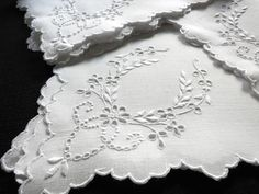 """~SCALLOPED~ 12 LARGE Antique MADEIRA HAND EMBROIDERED Linen 22"""" Napkins GORGEOUS"""