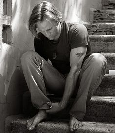 Viggo Mortensen~And he has the main pre-requisite!! Beautiful feet! Oh how I love this man!!