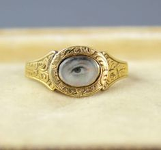 Antique-9Ct-Gold-Ring-With-Lovers-Eye-Miniature-c-1800-039-s