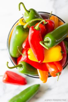 foodffs: Mini Stuffed Peppers Recipe Really nice recipes. Every hour. Show me what you cooked! Party Finger Foods, Snacks Für Party, Appetizers For Party, Easy Appetizer Recipes, Dip Recipes, Cooking Recipes, Chutney, Mini Paprika, Stuffed Mini Peppers
