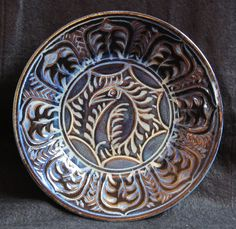 """An anti-Ming kraak ware dinner plate, sgraffitto jun glaze. """"Anti-Ming"""" because the traditional colours, blue on white, have been reversed. Earthenware, Stoneware, Jun, Glaze, Decorative Plates, Porcelain, Colours, Traditional, Dishes"""