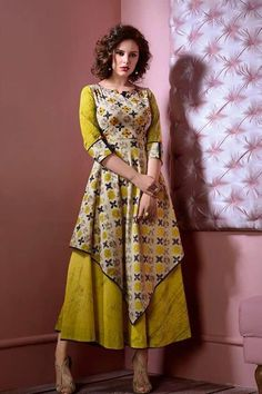 Wide selection of latest designer kurtas, they are a combination of unique designs with colour coordinating kurti sets. New Kurti Designs, Churidar Designs, Kurta Designs Women, Blouse Designs, Frock Fashion, Fashion Dresses, African Dress, Indian Dresses, Anarkali