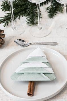 Fold napkins like Christmas trees by Søstrene Grene