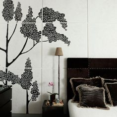 Google Image Result for http://homeklondike.com/wp-content/uploads/2011/04/7-black-modern-bedroom-ideas-Black-and-white-bedroom.jpg