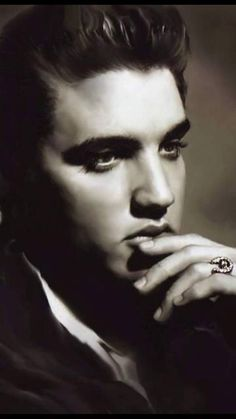 WHAT A BEAUTIFUL PICTURE OF ELVIS........WE ALL MISS YOU DEARLY ELVIS....WE WISH YOU WERE HERE WITH US.......LOVE ALWAYS ELVIS.... -....R.I.P.