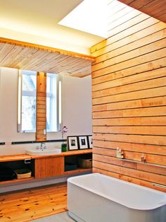 5 Bathroom Wood Wall Paneling Makeover Ideas Bathroom Design Bathroom paneling can give a home that touch of class and elegance that is desired by many homeowners. It can be very simple, very ornate, or it can e. Cosy Bathroom, Wooden Bathroom, Bathroom Interior, Bathroom Ideas, Wooden Wall Panels, Wood Panel Walls, Wooden Walls, Slat Wall, Traditional Shower Curtains