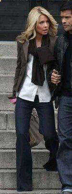 Kelly Ripa black scarf