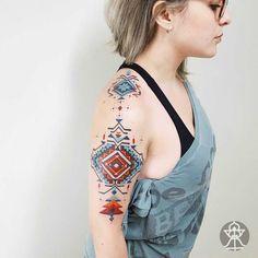 Une sélection des tatouages de l'artiste brésilienBrian Gomes, qui s'inspire de l'art des tribus d'Amazonie pour créer de superbes compositions géométriq