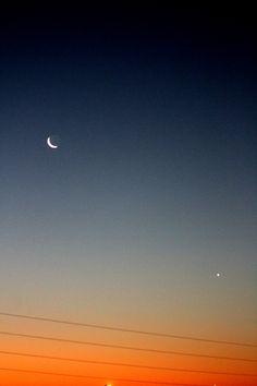 los cables arruinan mi vida, y la vida de la foto by: monsenos bastet corter #night  #moon #sunset #cables #luna #star #planet #canon #nature #photo #photographer