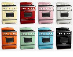 The Big Chill Retro Ovens. Love, love all these retro kitchen appliances! Vintage Kitchen Appliances, White Appliances, Kitchen Stove, Painted Appliances, Bosch Appliances, Viking Appliances, Stove Oven, Kitchen Gadgets, Retro Home Decor