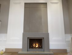 Trueform Concrete fabricated a contemporary concrete fireplace surround for a gas fireplace in NY. Concrete hearth, wall panels, and concrete surround Wood Burner Fireplace, Build A Fireplace, Cabin Fireplace, Fireplace Seating, Fireplace Bookshelves, Fireplace Garden, Fireplace Built Ins, Limestone Fireplace, Concrete Fireplace