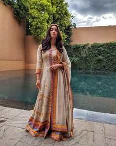 Alia bhatt in ethnic look Indian Fashion Dresses, Dress Indian Style, Fashion Outfits, Trendy Fashion, Women's Fashion, Ethnic Outfits, Indian Outfits, Trendy Outfits, Uni Outfits