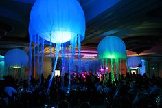 Jellyfish balloons to go over tables