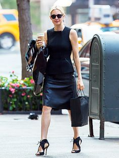 Despite dealing with her ongoing custody battle, Kelly Rutherford was perfectly put together in an all-black get-up topped off with chic sunnies!