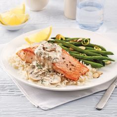 Poisson/fruits de mer - Page 7 of 27 - 5 ingredients 15 minutes Stuffed Mushrooms, Stuffed Peppers, Moussaka, Mushroom Sauce, Salmon Fillets, Sliced Almonds, Fish And Seafood, Green Beans, Clean Eating