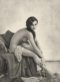 Earthy Nude Women 100
