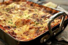 Lasagne slik som kokkene lager den Bolognese, Quiche, A Food, Den, Macaroni And Cheese, Bacon, Breakfast, Ethnic Recipes, Lasagna