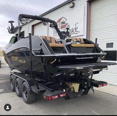 Ski Boats, Cool Boats, Small Boats, Sport Yacht, Yacht Boat, Wakeboard Boats, Corvette C5, Jet Skies, Jon Boat